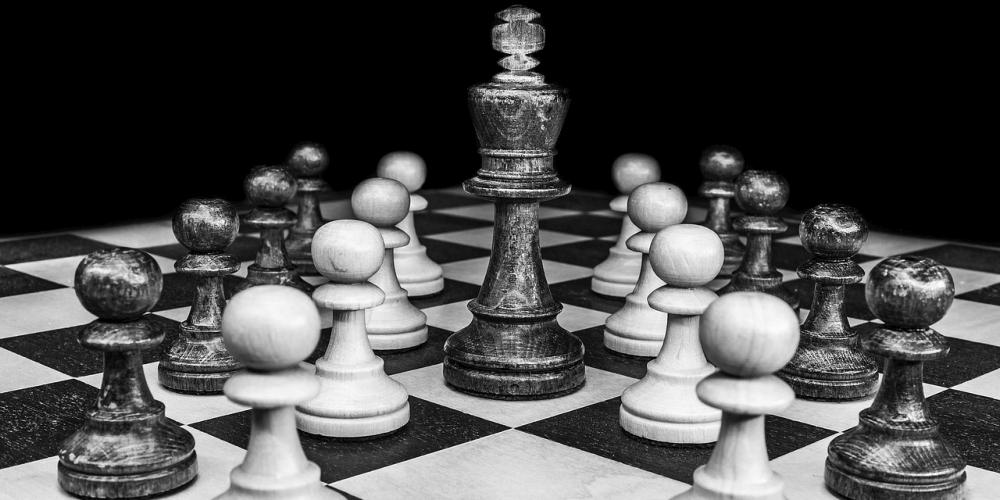 Empfohlene Beitragsbilder 5 Strategie Brettspiele ähnlich wie 2019 Schach zum Ausprobieren Verrat am Haus auf dem Hügel - 5 Strategische Brettspiele ähnlich wie Schach im Jahr 2019 zum Ausprobieren